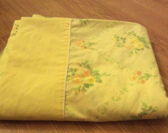 Vintage 1970's Yellow Floral Full Sized Sheet. Vintage Floral Bedding. Vintage Floral Sheet.