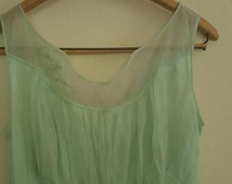 Light Green flowy Vintage nightgown 1960s