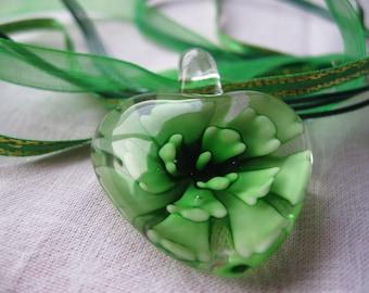 Green heart flower necklace