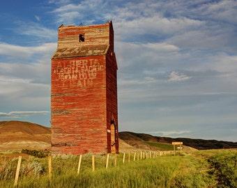 Old grain Elevator in rural alberta, Praire, Relic, Old, Country, Farm - Dorothy Elevator