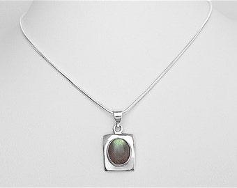 Stylish Sterling Silver Labradorite Pendant Necklace