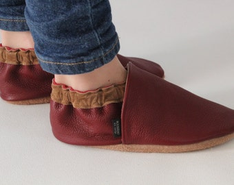 Children leather shoes, kids soft sole shoes, youth mocassins made in Québec, Canada from upcycled leather.