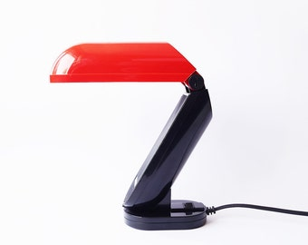 Post Modernist MEMPHIS MILANO Lamp Red Toucan Light Stand Designer Deco Minimalist Sophisticated Office Wall Street Postmodern 80s Vintage