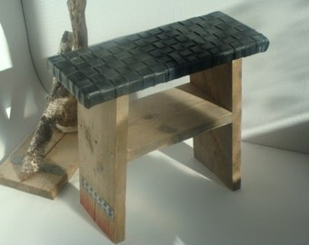 Wooden scaffolding stool with session of bicycle inner tube
