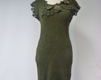 Sale, new price: 50 EUR, original price 120 EUR. Modern vintage deep green linen dress with lace, S or M size. Only one sample.