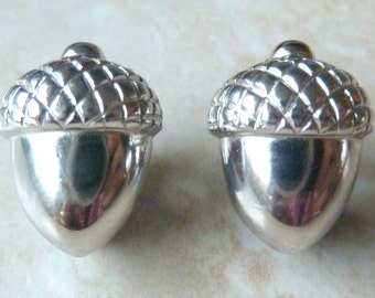 Vintage Crown Trifari Acorn Oak Dainty Clip On Earrings.