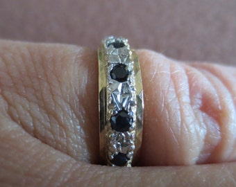 Gold, sapphires and diamonds ring