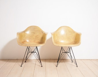 Pair of 2nd gen. 1950's Eames Zenith DAR chairs - Parchment