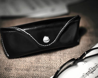 Glasses case for Wayfarers Clubmasters Sunglasses case Veg tan Leather Black Handcrafted by Celyfos®