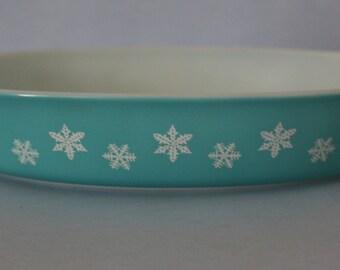 Vintage Pyrex Snowflake Turquoise 1 1/2 QT Casserole Dish no Lid