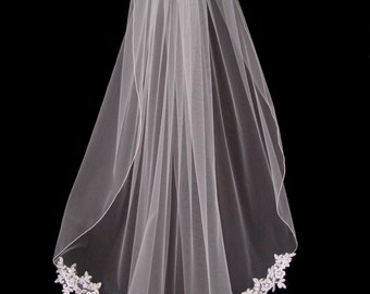 1 tier Fingertip length veil with lace applique detailing and delicate satin pencil edging