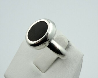 Vintage Black Onyx and Sterling Silver Ring.  #OVALBLK-SR1