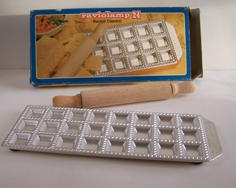 Mold for 24 ravioli with its wooden rolling pin and its box Raviolamp 24 Made in Italy
