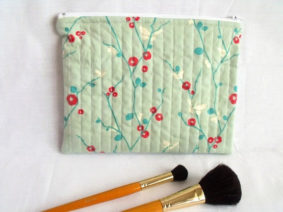 zipped pouch, cosmetic bag, project bag, craft tool holder, pencil case, quilted bag, green cotton fabric