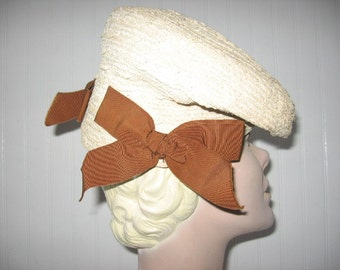 1940's Beige Straw Tilt Beret with Side Bows by New York Creation / Cinnamon Girl