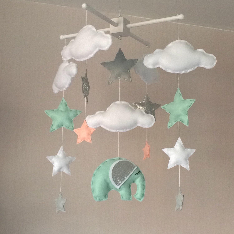 Baby mobiel cot mobile wolken sterren en olifant door ellaandboo