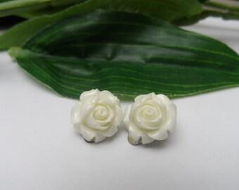 Girls White Ivory Rose Clip on Earrings, flower earrings,clip on earrings,wedding clip on earrings,flowergirl clip on earrings