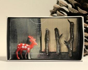 Art box:Shadow box, petit diorama réalisé dans une boite d'allumette.Le cerf.