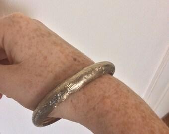 White Gold Finger Print Hollow Bangle Bracelet