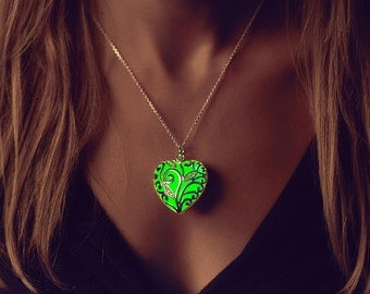 Green Necklace - Emerald Green - Wife - Glowing Heart Necklace - Glowing Necklace - Glow in the Dark Jewelry - Glow in the dark party