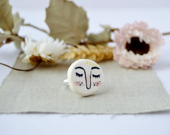 Face ceramic ring Whimsical jewellery Statement ring Porcelain jewelry Gift for sister Illustrated ceramics Gift for women