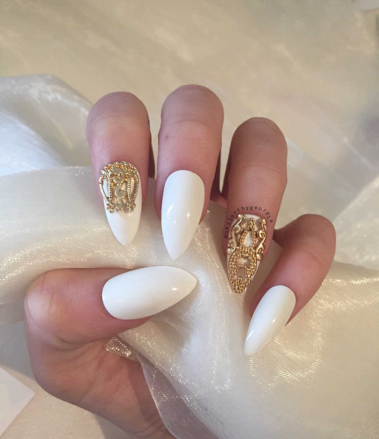 35 Elegant and Amazing White and Gold Nail Art Designs. January 22, by Kelly Leave a Comment. White and Gold Stiletto Nails. Gold and White Strips Almond Nails. Metallic Gold Foil on White Matte Nails. Gold Chevrons on White Base Mani. White Coat with Gold Sparkles Nail Design.