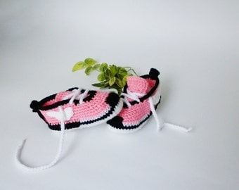 Pink Baby sneakers, crocet infant shoes, newborn baby girl booties, trend 2017 sneakers, Nike baby croceted sneakers, Knitted baby clothes