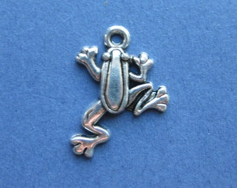 10 Frog Charms - Frog Pendants - Frog - Frogs - Animal Charms - Antique Silver - 23mm x 19mm -- (No.83-10542)