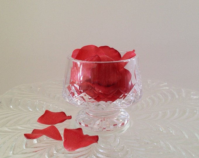 Edible Rose Petals, Wafer Paper Flowers for Cakes and Cupcakes