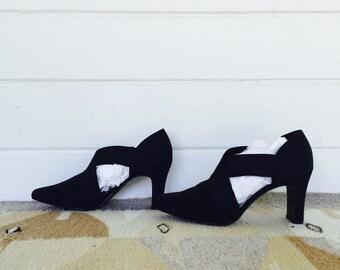 SALE 40% off! running wild heels - vintage 90s cross front pumps - black square heels - size 8.5