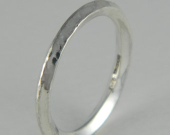 Diamond shaped wire band ring