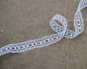 Vintage Scalloped Lace Trim - White - One Yard