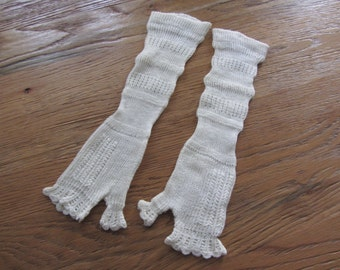 Pretty pair of mitts old ref 11778