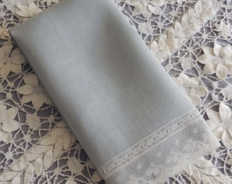 Vintage Gray Linen Towel / Gray Guest Towel  with Lace Edge / Gray Towel / Gray Finger Towel / Lace Finger Towel / Vintage Lace Hand Towel