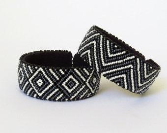 African Zulu beaded large bangle – Black/white/gunmetal