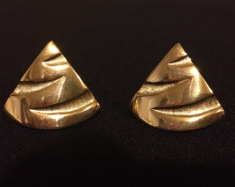 80s Gold Tone Triangle Earrings - Clip On Earrings - Signed TAT Earrings