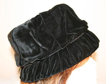 1940s Black Velvet Cloche Hat//Union Made 460210