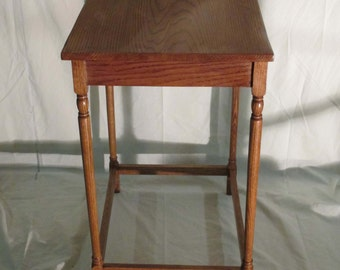 Handmade-Colonial-Red-Oak-End-Table with Stretchers