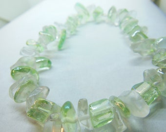 Green and clear polished glass elastic bracelet