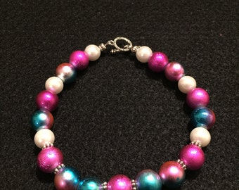"""8.5"""" White with Pink and Blue Variegated Glass Beaded Bracelet"""