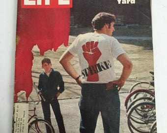 Life Magazine April 25, 1969 : Cover - Confrontation in Harvard Yard.