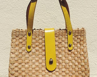 Vintage 50s 60s Woven Straw Basket Purse Handbag Bag Yellow Leather Straps & Handles Brass Hardware Small
