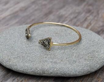 Raw Pyrite Bracelet, Pyrite Triangle Cuff Bracelet, Gold Pyrite Iron Ore Bangle Bracelet, Raw Natural Stone, Pyrite Chips, Geometric Cuff