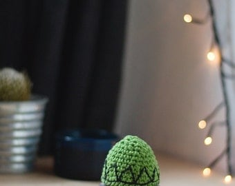 Triangle pattern egg