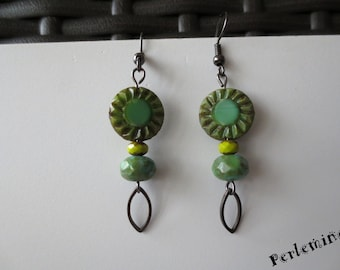 Green nature glass earrings. Clips are possible.