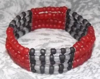 Bracelet of glass seed beads in 5 rows of elastic, silver plated separator, color Red/Grey/Black