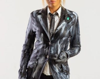 Leather Ladies Vintage-Patina Trenchcoat with elements designed by DD BESPOKE STUDIO