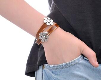 Chamomile Leather Bracelet / Leather Cuff Bracelet, Leather Wrap Bracelet / Leather Charm Bracelet, Leather Wrist Cuff, Leather Wristband