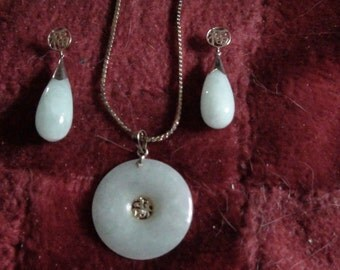 vintage 14 kt jade necklace and earring set