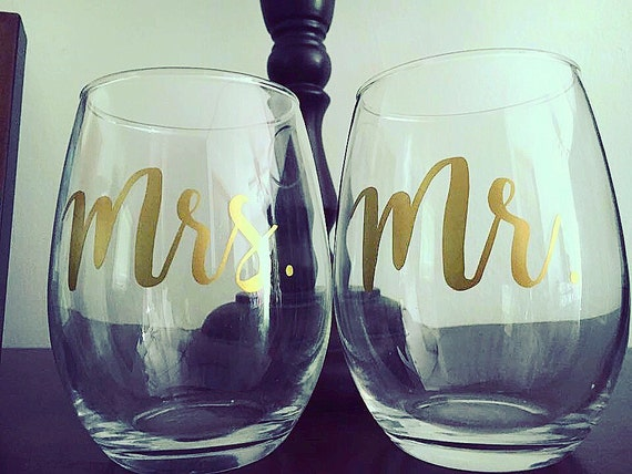 Wedding Gift Wine Glasses : Wedding wine glasses, engagement gifts, engagement gift for couples ...